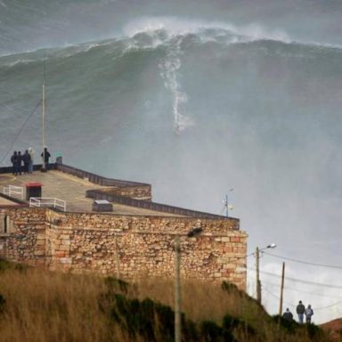 The biggest 24 meters (80 feet) wave at Nazaré